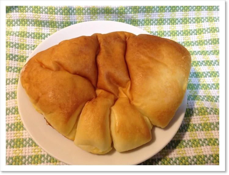 亀井堂のクリームパン。